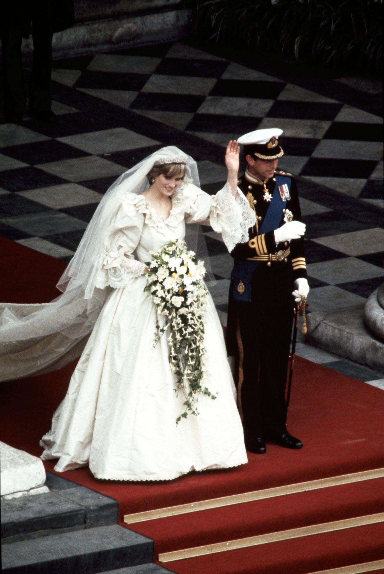 Королівський стиль  7 найкрасивіших весільних суконь 153d435d22cd1