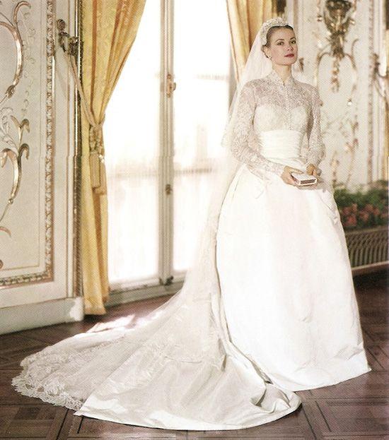 Це вбрання ввійшло у п ятірку найдорожчих весільних суконь світу. Дизайн  придумала Хелен Роуз 1402ce2cd42be