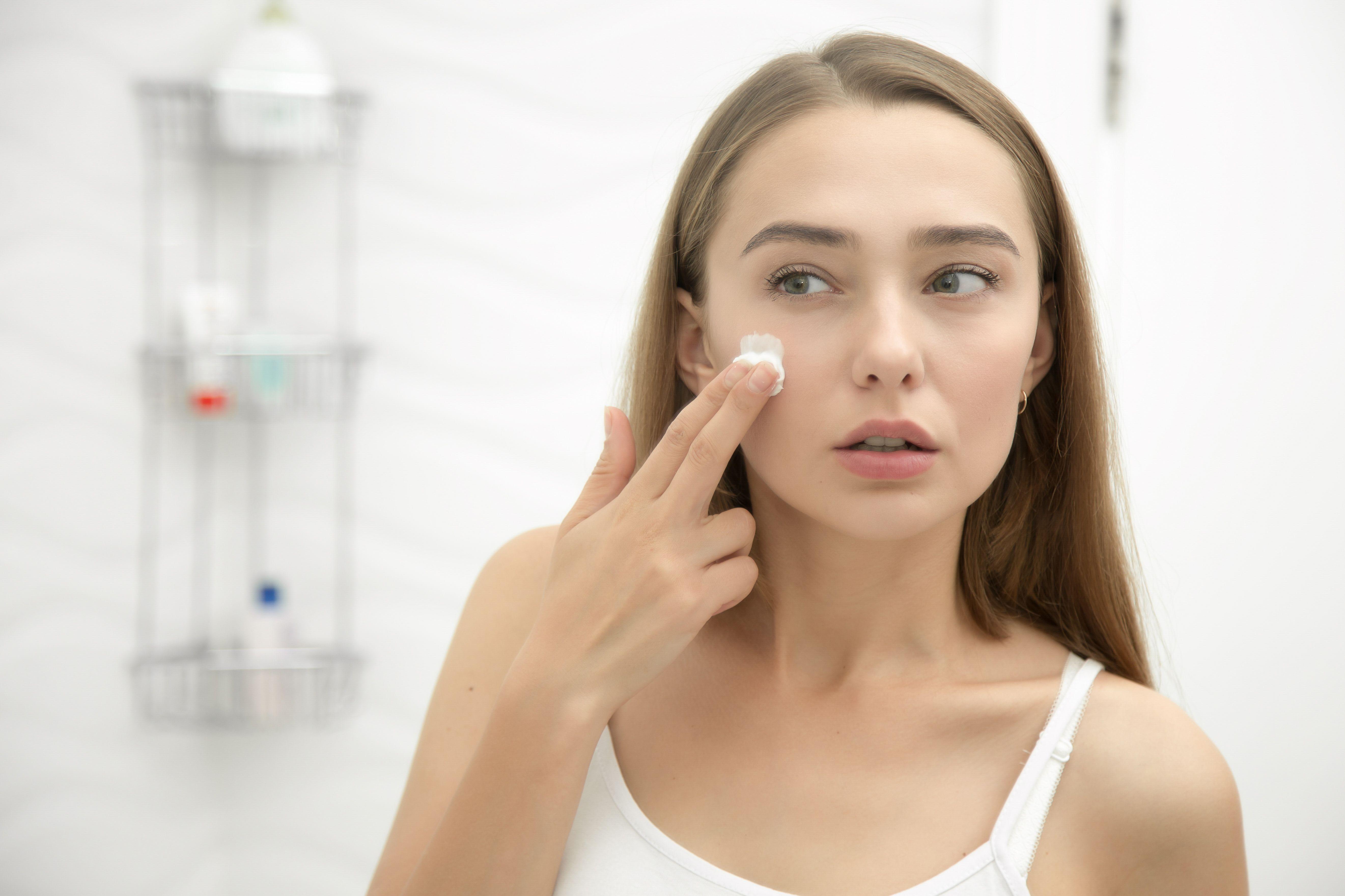 Після вмивання важливо тонізувати шкіру засобом 1b00c45800946