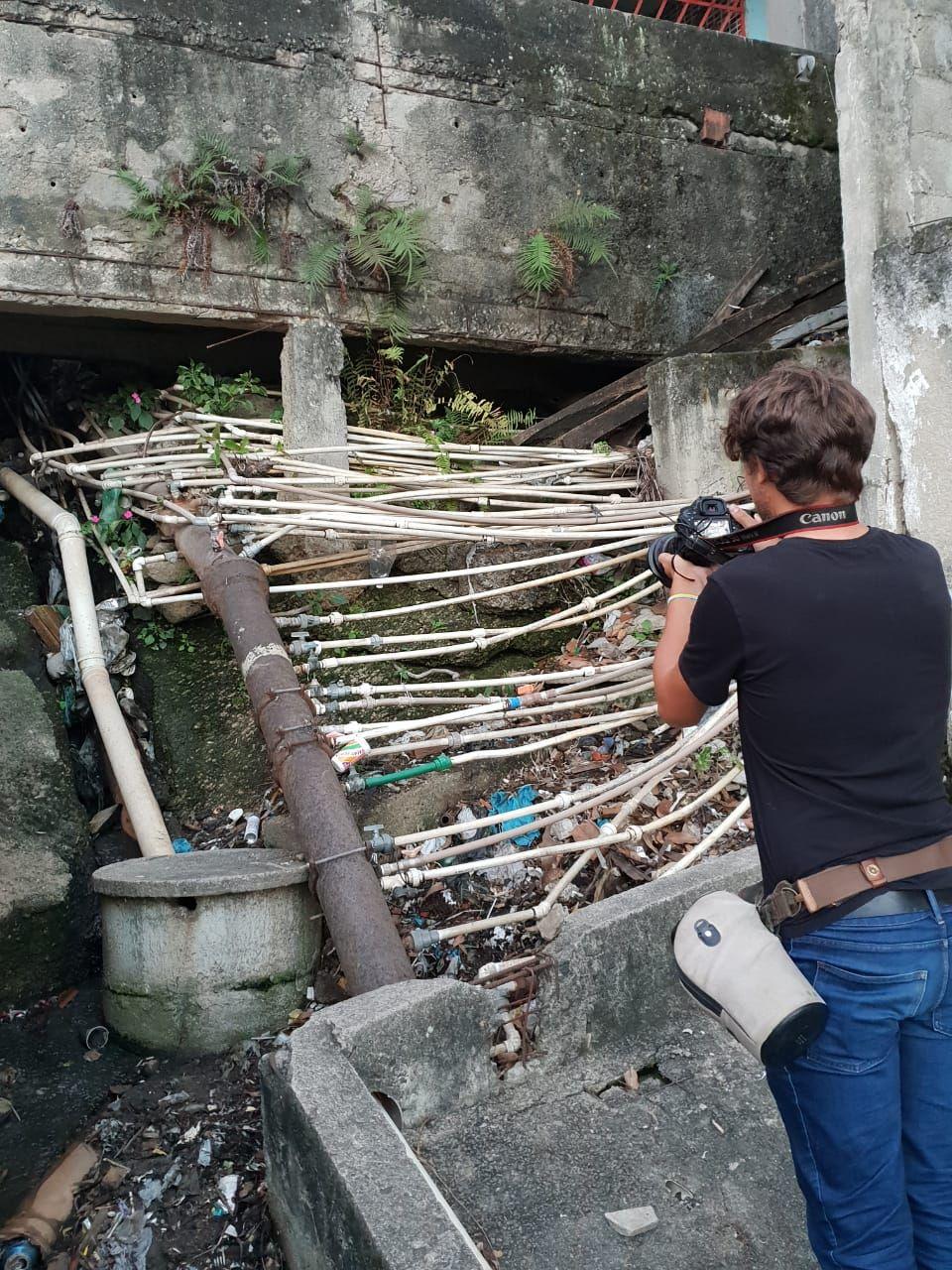 Они направили взведенное оружие к виску: Дмитрий Комаров попал в логово бразильской мафии изоражения