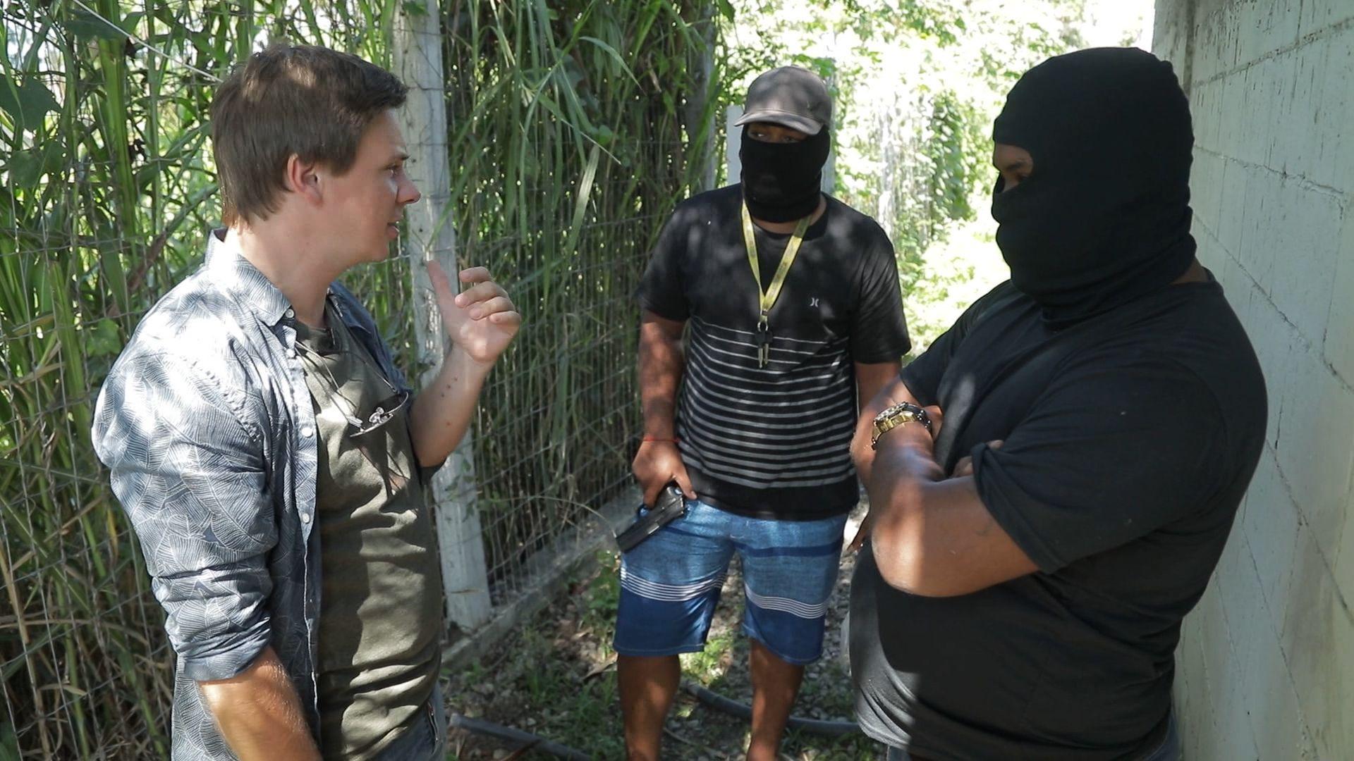 Они направили взведенное оружие к виску: Дмитрий Комаров попал в логово бразильской мафии в 2019 году