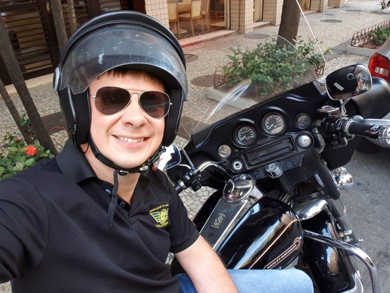 Они направили взведенное оружие к виску: Дмитрий Комаров попал в логово бразильской мафии новые фото
