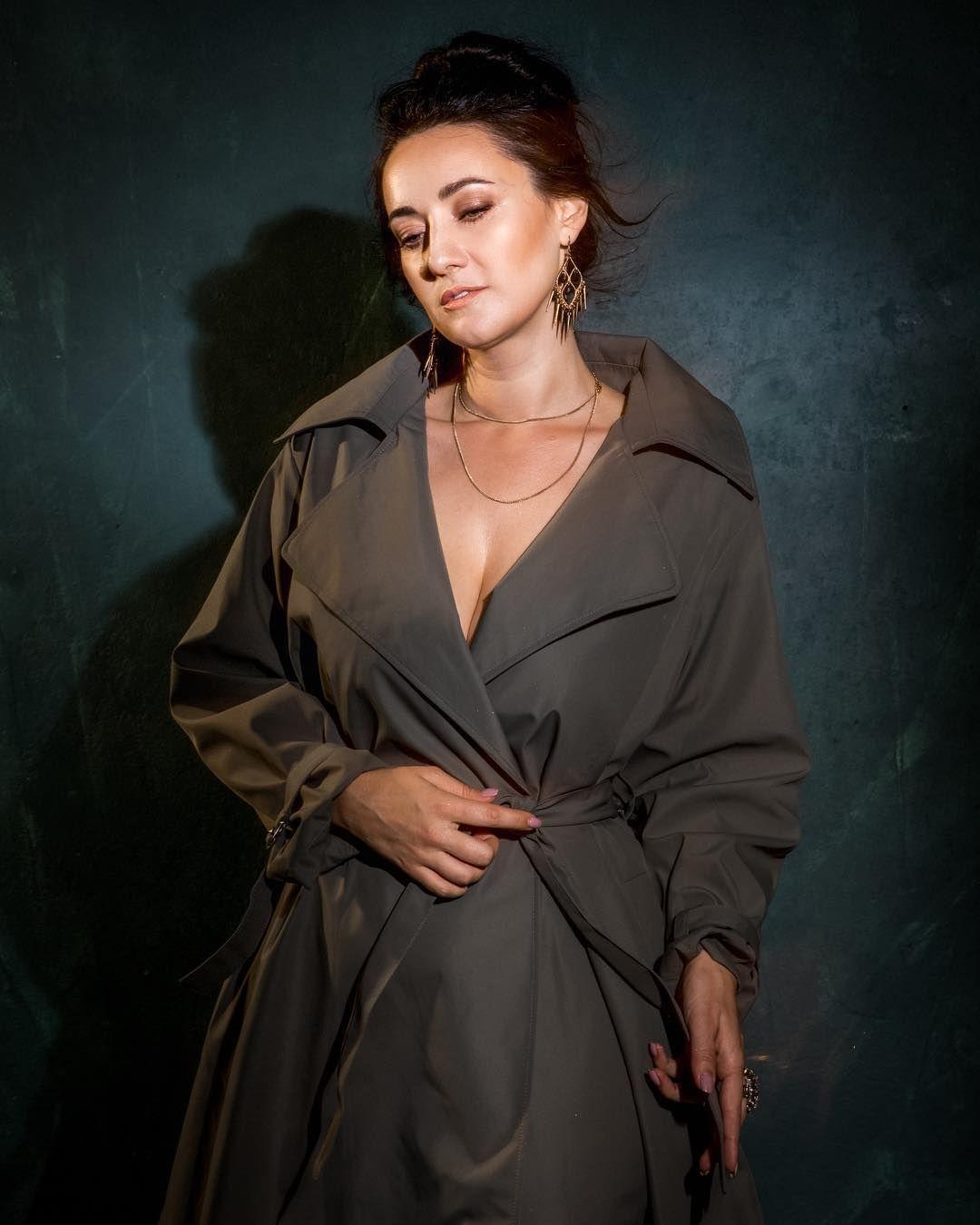 Соломия Витвицкая позирует с соблазнительным декольте (фото)