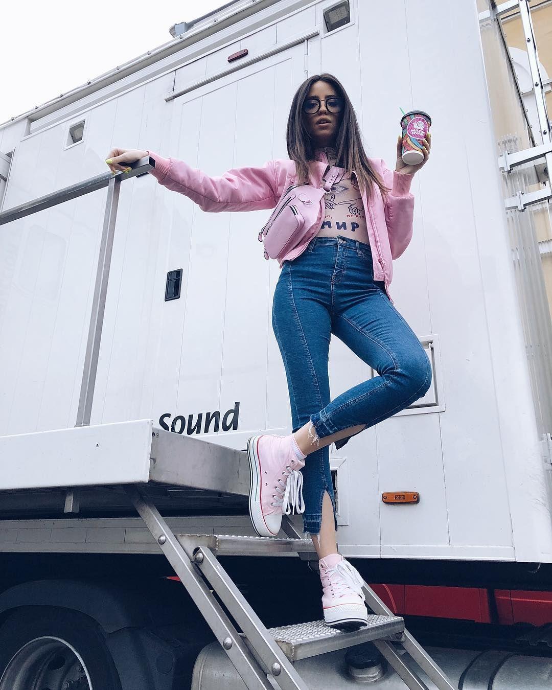 ... у 2019-ому не обійтись без мінімального декору. Обирайте моделі джинсів  зі швами 8551000309ae1