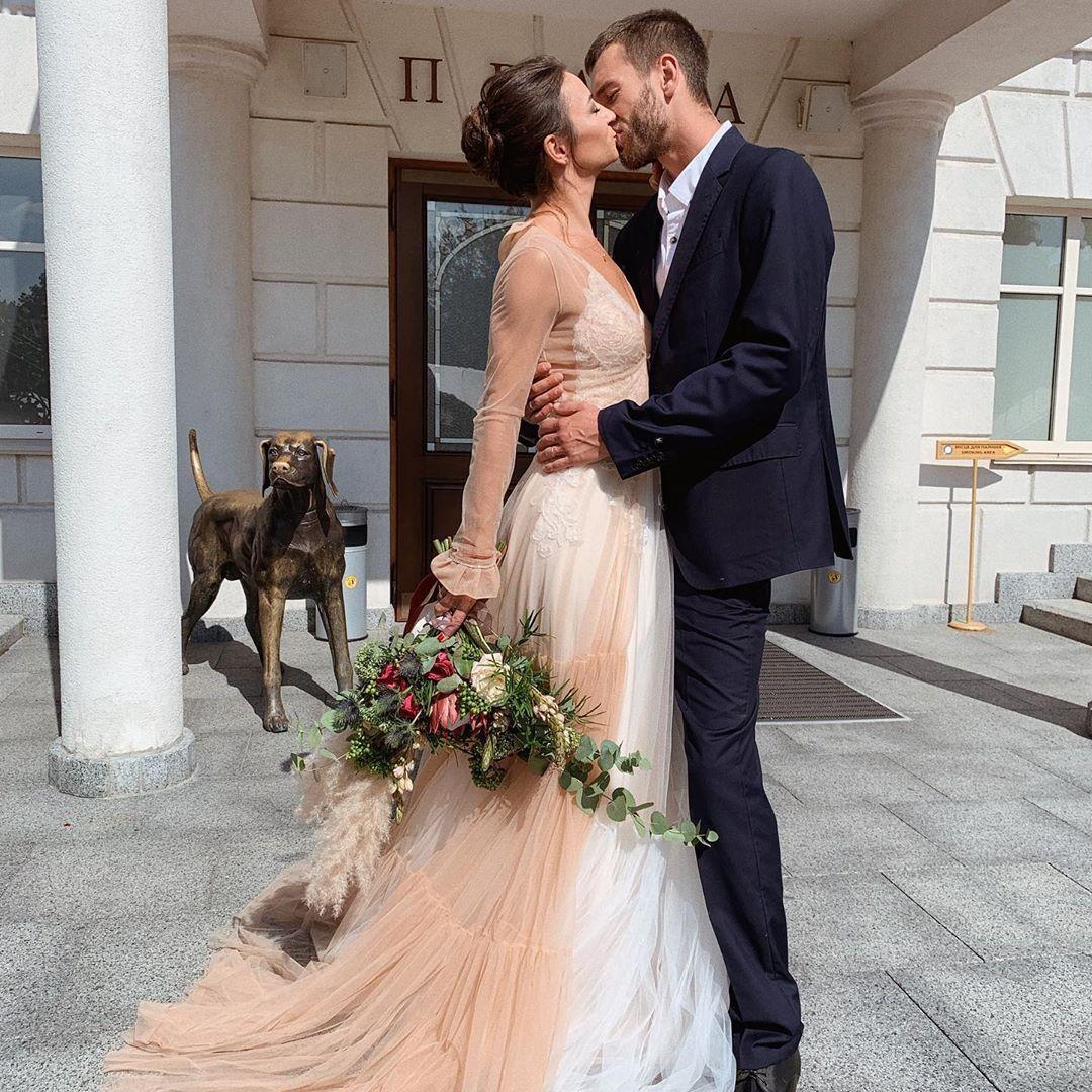 Известная днепрянка заинтриговала фото в свадебном платье. Афиша Днепра.