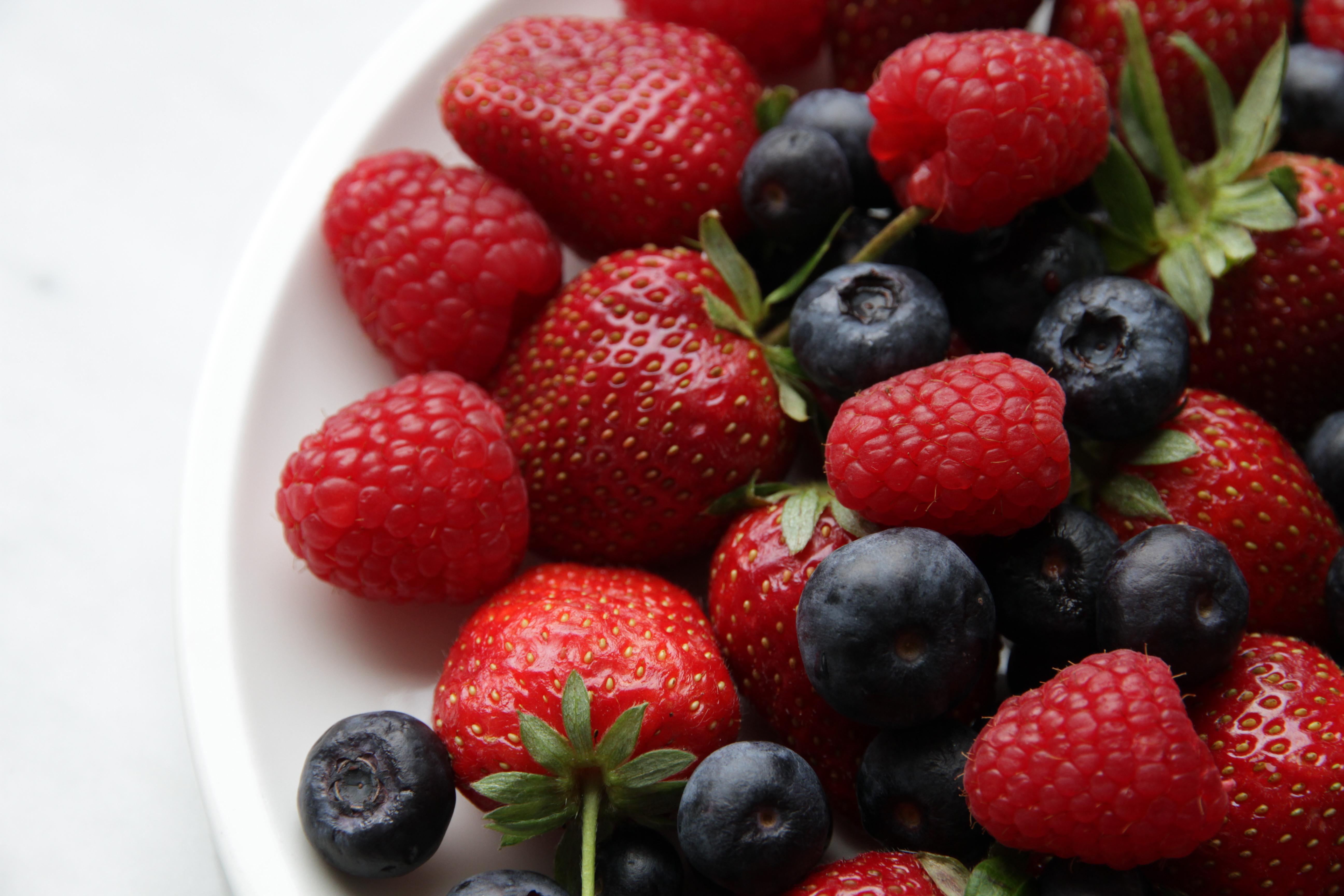 ягоди і фрукти
