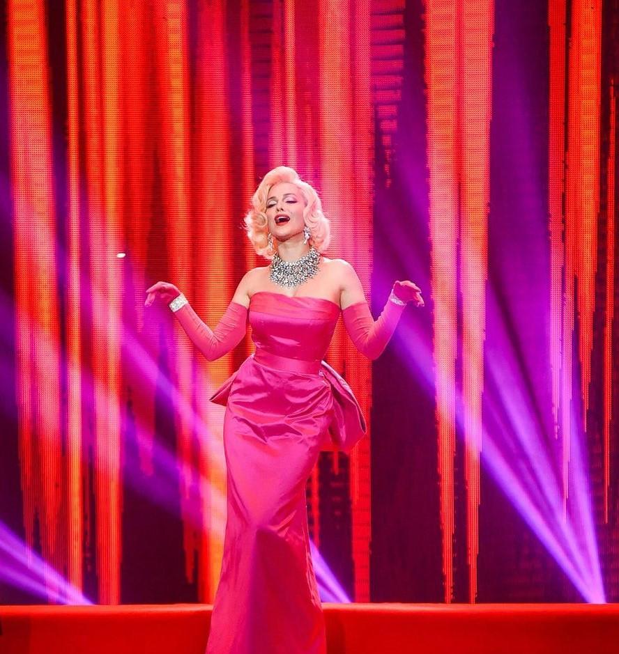 Даша Астаф'єва у шоу зіркових пародій Ліпсінк Батл