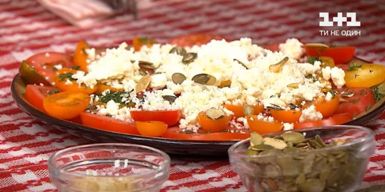 картофель с маком и салат из помидор