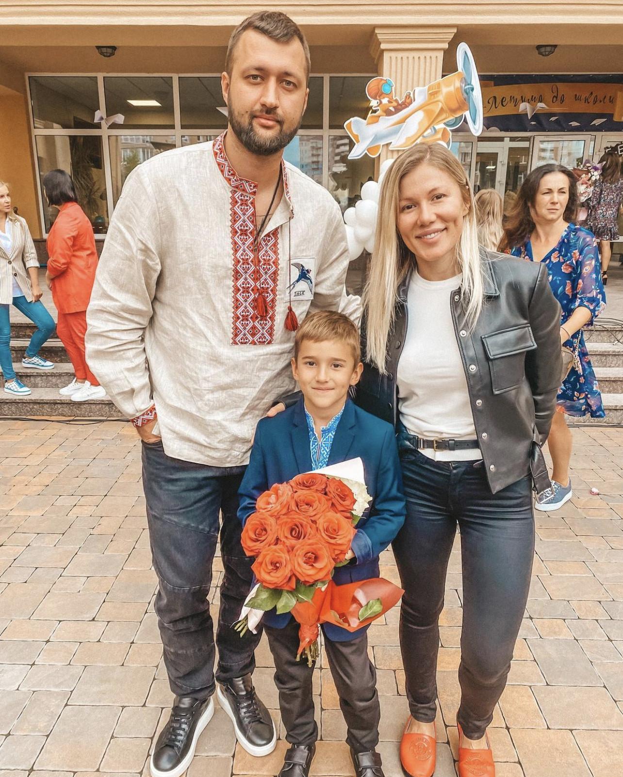 Тамерлан и Алена з сином на перше вересня