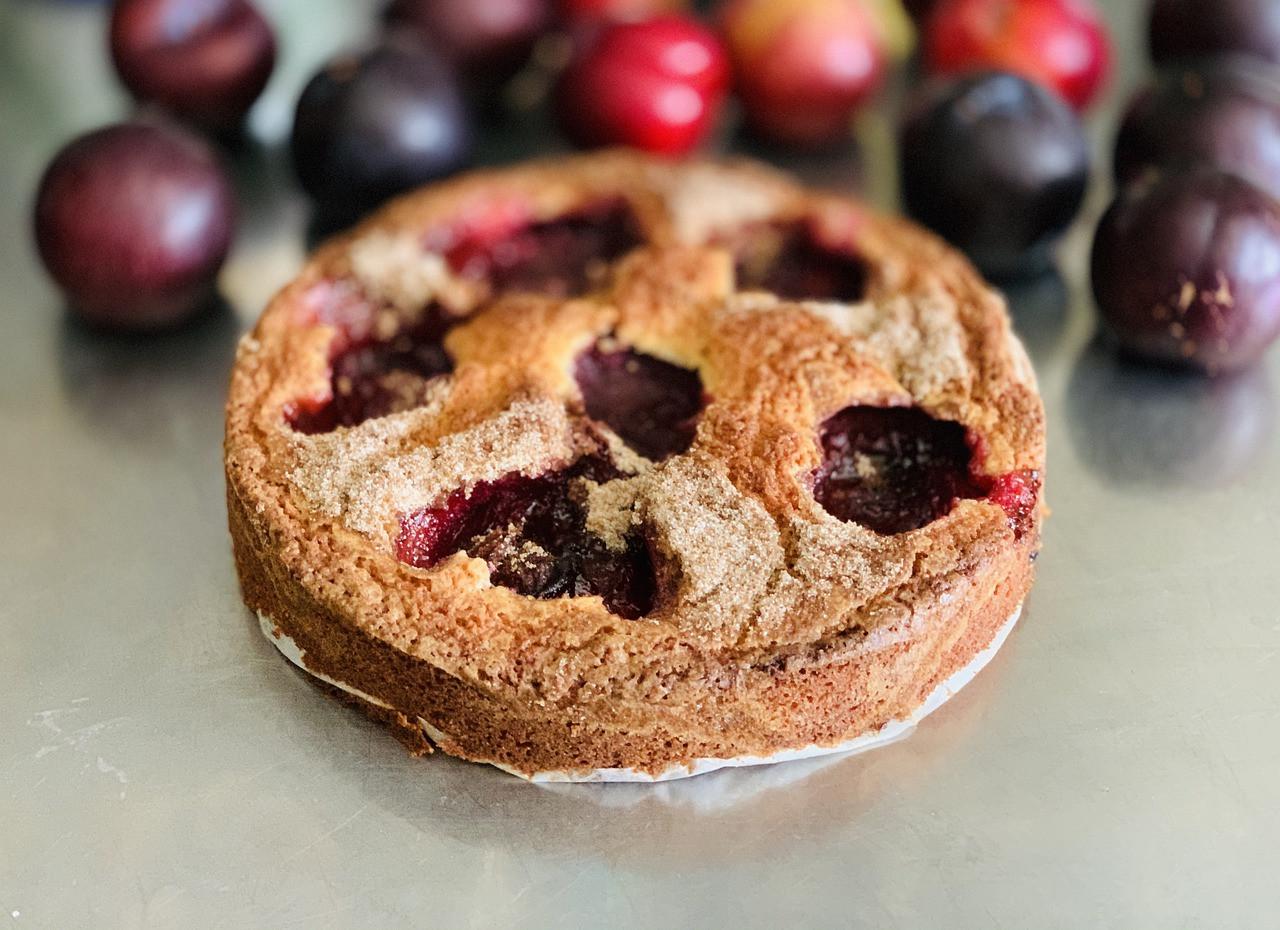 рецепт приготовления сливого пирога