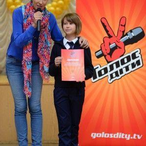 """Катя Осадча відвідала гімназію, де вчиться учасниця """"Голос. Діти"""""""