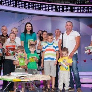 Соломія Вітвіцька подарувала книжки дітям у прямому ефірі