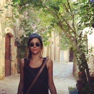 Романтична Джансу Дере ніжиться під сонцем Іспанії