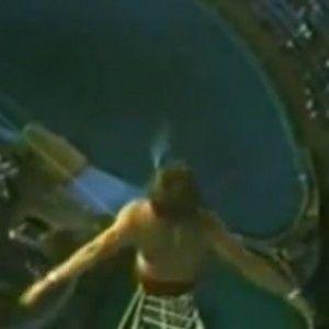 Шокуючий стрибок з 50-метрової вишки знову підриває Інтернет