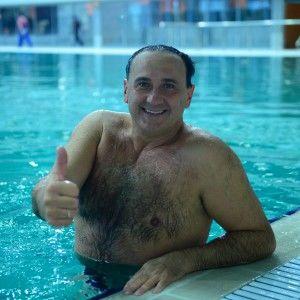 """Володимир Гришко готується до """"Битві хорів"""" в басейні"""