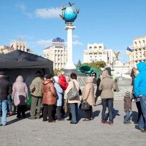 """""""Гроші""""  відкрили приймальню прямо посеред Майдану Незалежності"""