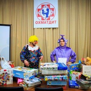 """Руслан Сенічкін та Анатолій Анатоліч улаштували свято в """"Охматдиті"""""""