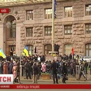 Суд зобов'язав мітингувальників Євромайдану звільнити адмінустанови