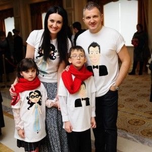 Вітвіцька та Горбунов одягли зірок у футболки з їх портретами