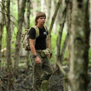 Дмитро Комаров приземлив мотоцикл на верхівку дерева