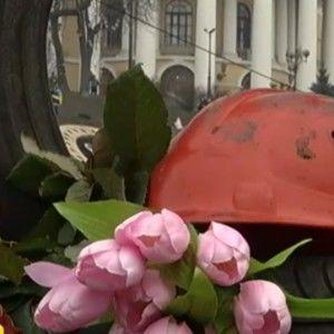 """В Україні день жалоби - 9 днів зі смерті героїв """"Небесної сотні"""""""