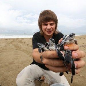 """Ведучий """"1+1"""" знайшов гігантську Україну на березі океану"""