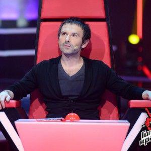 """Тренер """"Голосу країни"""" Святослав Вакарчук розплакався під час візиту до рідної школи"""