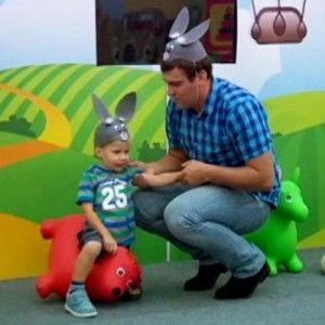 """""""Мій малюк зможе"""": Банкір Вовк у масці зайця змагався за 100 тисяч гривень"""