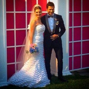 """Зірка """"Величного століття"""" Пелін Карахан показала весільні фото"""