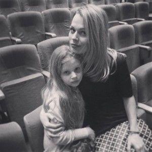 Ольгу Фреймут і її доньку Злату обікрали двоє зухвалих злодіїв