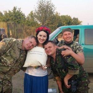 Соломія Вітвіцька і Брія Блесінг відвідали бійців у зоні АТО
