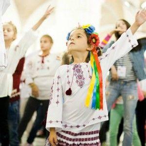 Донька Марічки Падалко стала учасницею патріотичного дитячого флешмобу