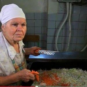 """76-річна героїня """"Інспектора Фреймут"""" Раїса Василівна розповіла про своє життя"""