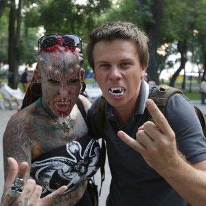 Екстремал Дмитро Комаров піддався чарам жінки-вампіра