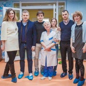 Юрій Горбунов і Анатоліч читали казки про пригоди у світі ПЛЮСПЛЮС діткам у лікарні