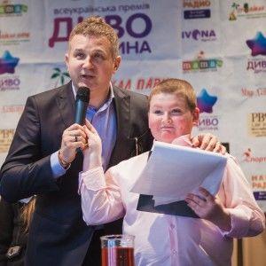"""Горбунов нагородив премією """"Диво-Дитина 2015""""  талановиту дівчинку з Полтави"""