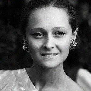 Фешн-експерт Дарія Шаповалова розповіла, як обрати аксесуари та зачіску на випускний