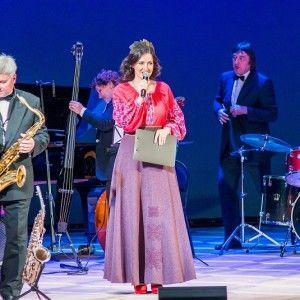 Соломія Вітвіцька вразила ретро-образом на особливому концерті (ФОТО)
