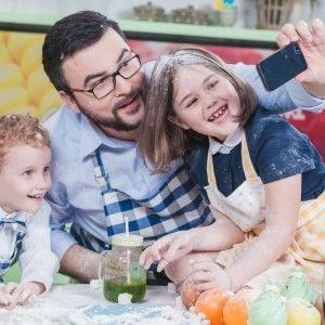 "Руслан Сенічкін презентує другу кулінарну книгу ""Сніданки для дітей"""