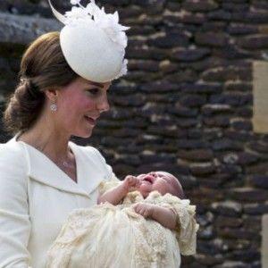 Принцесу Кембриджську хрестили там, де й легендарну Діану (ВІДЕО)