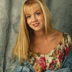 """Зірковий дайджест: Келлі з серіалу """"Беверлі-Гіллз, 90210"""" вийшла заміж"""
