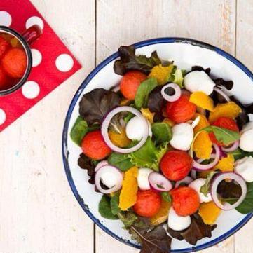 5 надсмачних літніх салатів від народного кулінара Руслана Сенічкіна