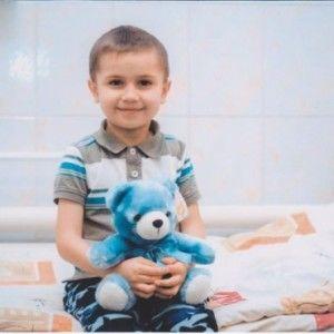 Шестирічний хлопчик власноруч заробив гроші на лікування від раку