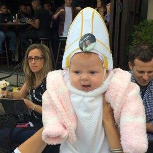 Актуальний інтернет: Мережу вразила реакція Папи на крихітку в капелюсі понтифіка