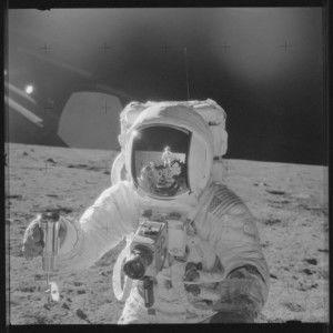 У мережі з'явились невідомі досі фото висадки людини на Місяць