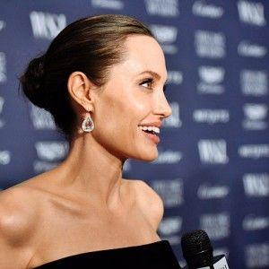 Зірковий дайджест: Анджеліна Джолі показала своє найбільше тату (ВІДЕО)