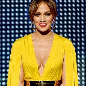 Зірковий дайджест: Під час музичної премії Дженніфер Лопес перевдягалася 10 разів
