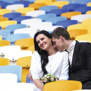 Як і з ким вибирати весільну сукню: Поради стиліста