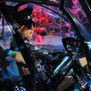 Новорічний карнавал:  Лобода за штурвалом вертольоту вразила спокусливим вбранням (ФОТО)