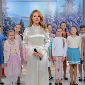 """Тіна Кароль презентувала головну композицію """"Різдвяної історії"""" на """"1+1"""" (ВІДЕО)"""